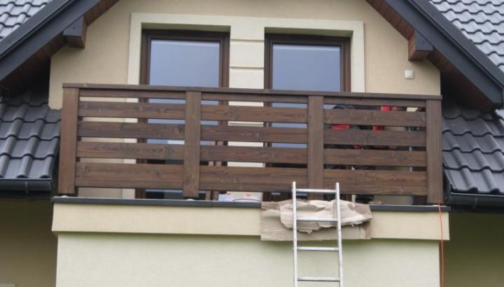 Proč jsou dřevěné balkony stále oblíbené pro chaty i moderní novostavby?