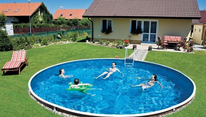 Zelená voda a řasy v bazénu - co s tím