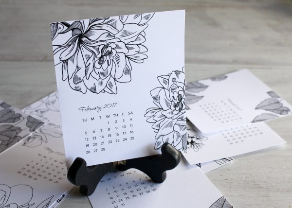 black-and-white-floral-desk-calendar-600x428